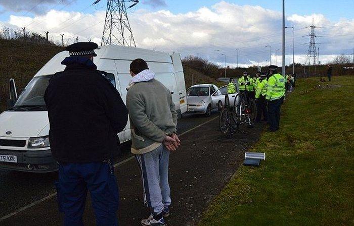 Куда вывозят угнанные в Британии машины (9 фото)