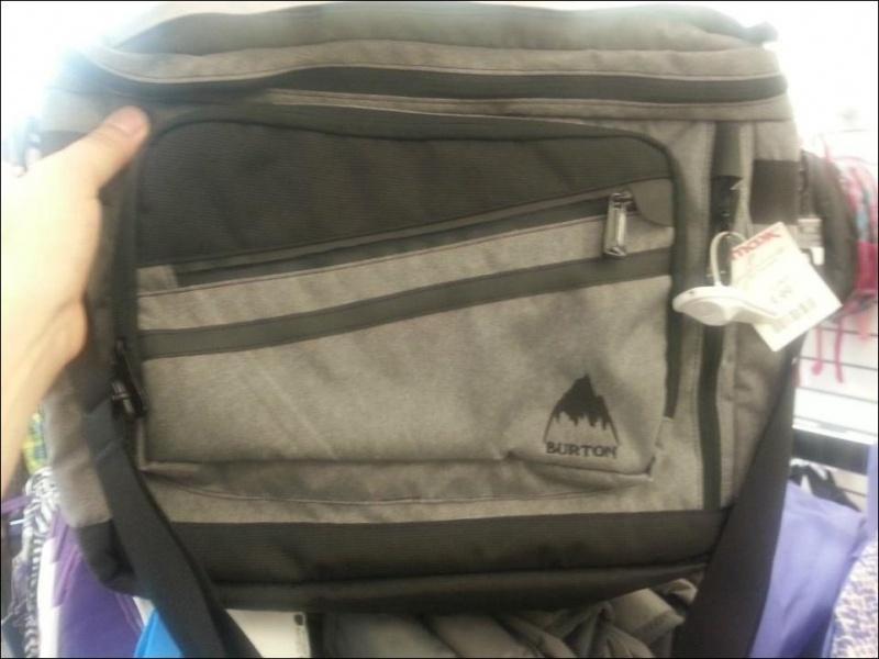Необычный сюрприз обычного детского рюкзака (5 фото)