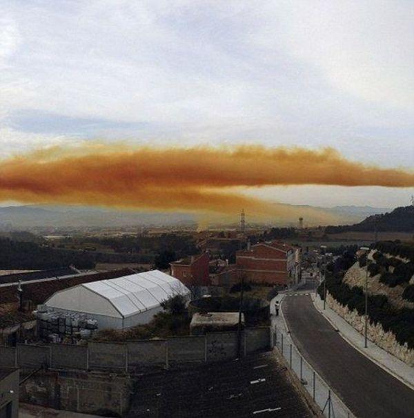 Оранжевые облака над Каталонией (22 фото)