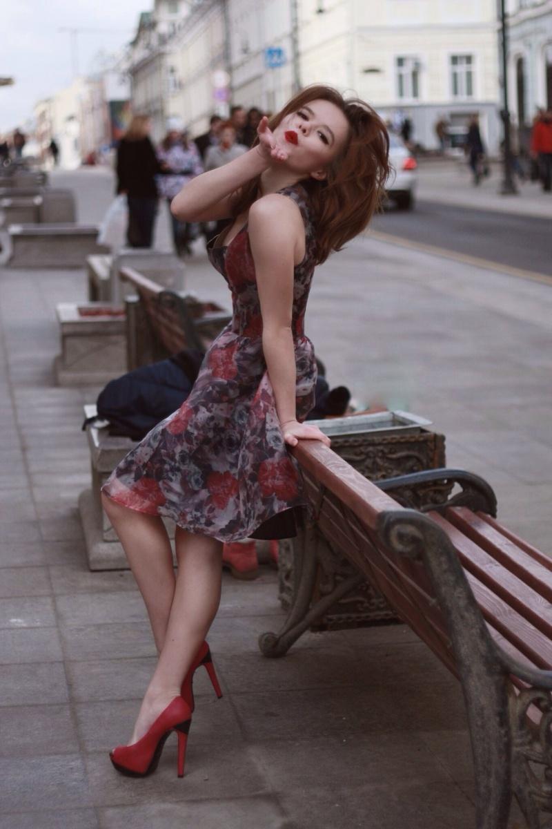Девушки в легких платьицах
