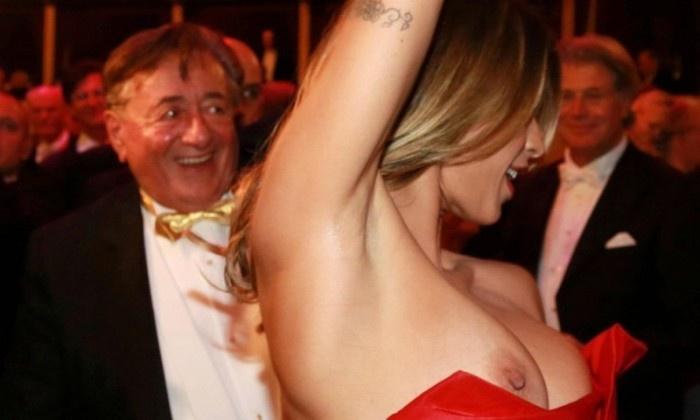 700 000 долларов за свидание и оголенная женская грудь
