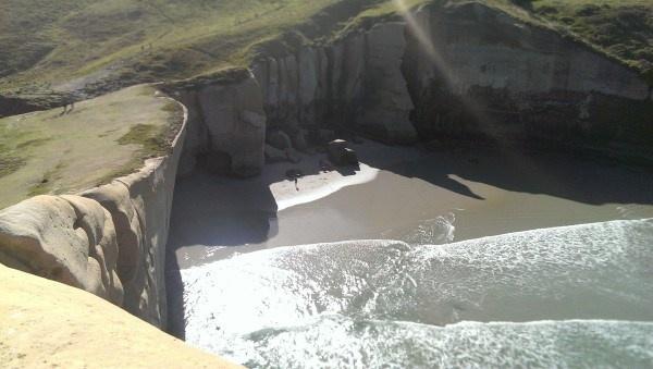 Необычный тоннель, ведущий на уединный пляж