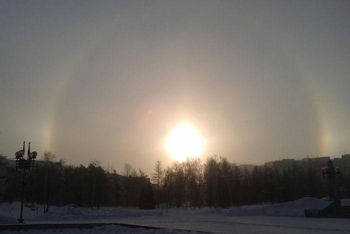 Над Челябинском появились сразу три Солнца (8 фото)