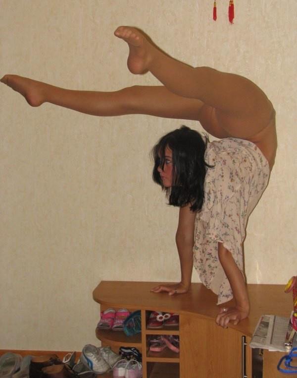 Домашняя фотосессия гибкой девушки (26 фото)