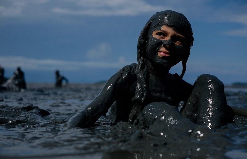 Карнавал грязи в Бразилии (20 фото)