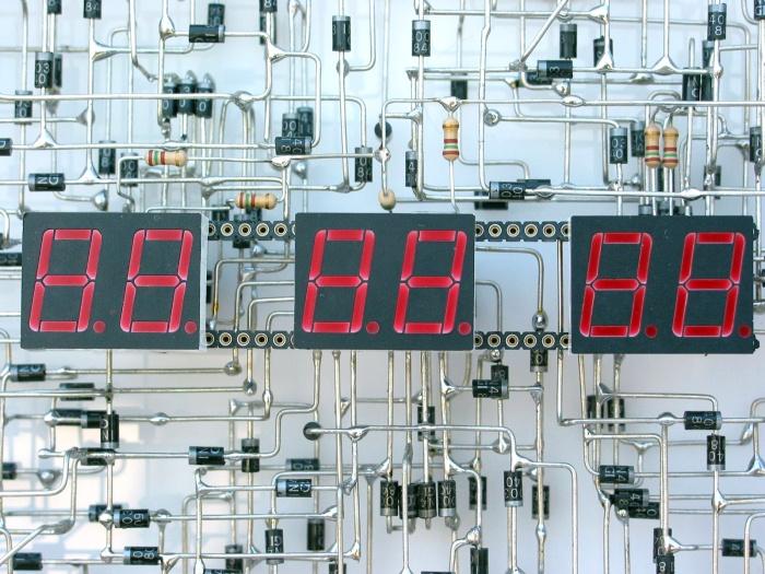Самодельные часы, созданные за 3 года (7 фото)