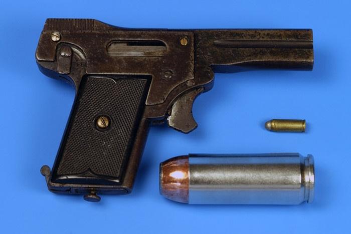 Самый миниатюрный пистолет в мире (7 фото)