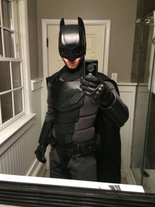 Костюм Бэтмена своими руками (10 фото и 4 гифки)