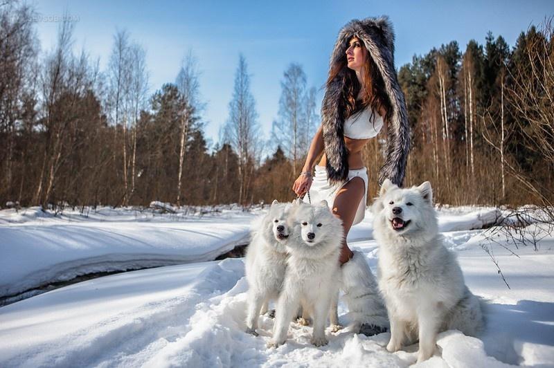Девушки среди снегов (23 фото)