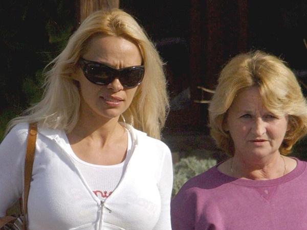 Как выглядят матери известных моделей и актрис
