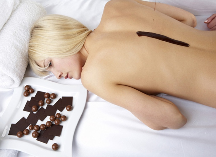 Девушки и шоколад (16 фото)