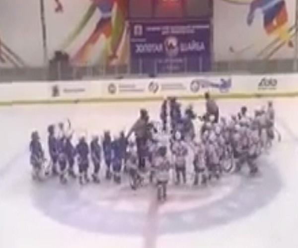 30 восьмилетних хоккеистов устроили настоящее побоище