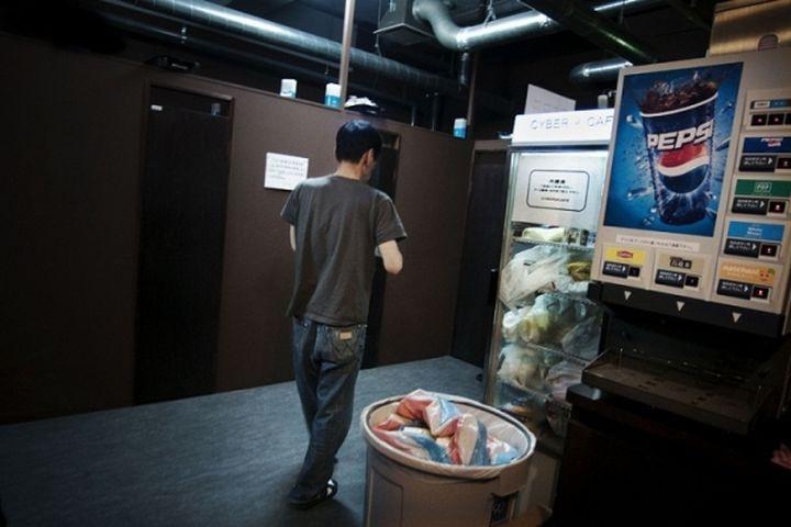 Японские интернет-кафе для кибер-бездомных (16 фото)