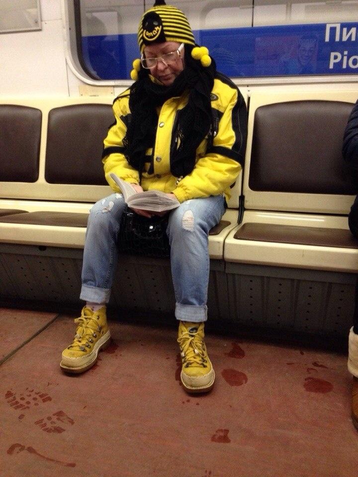 Питерские модники в метро (42 фото)