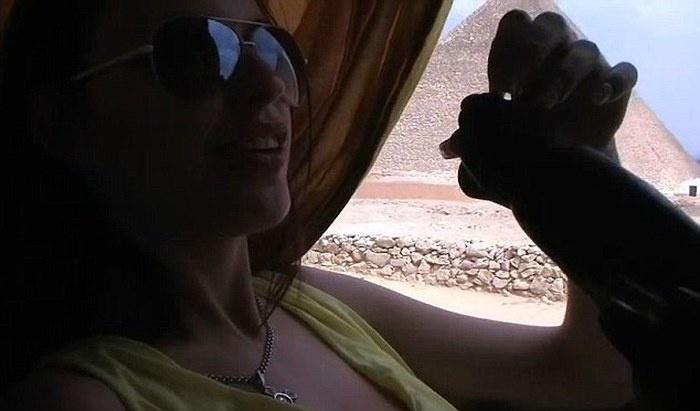 Египетские власти возмущены откровенным видео русскоговорящей туристки (9 фото)