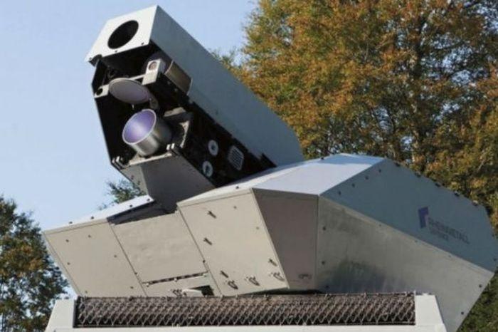 Испытания новой лазерной пушки (2 фото)