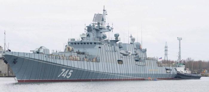 Интересные манипуляции с военным кораблем