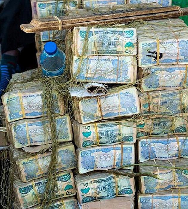 Тяжелая жизнь менял из Сомалиленда (8 фото)