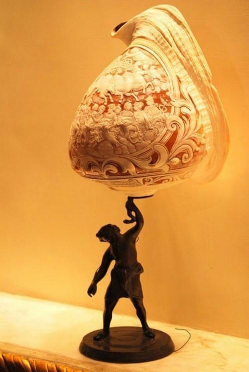 Примеры удивительной резьбы по ракушке (18 фото)