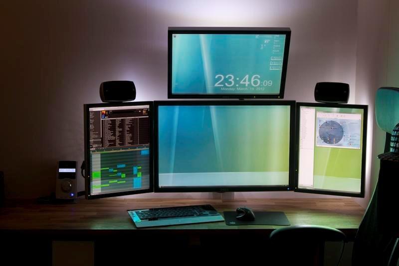Фото игровых и рабочих столов ( фото)