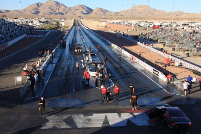 Как готовят трассу для драг-рейсинга (6 фото)