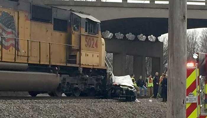 Редкое видео - столкновение машины и поезда