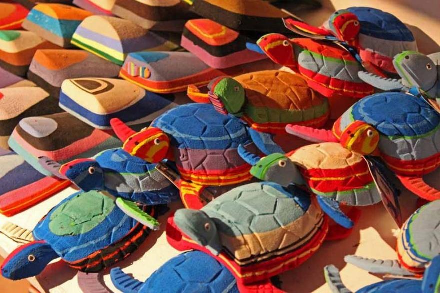 Веселые игрушки из выброшенных шлепанцев (10 фото)