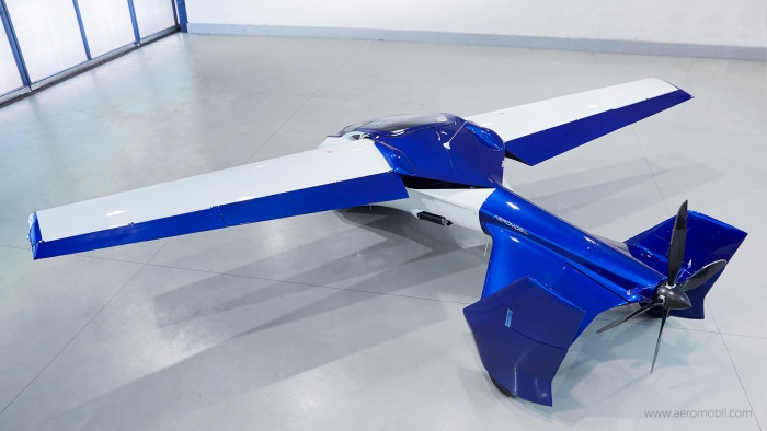 Через два года начнется серийный выпуск гибрида автомобиля и самолета (9 фото)