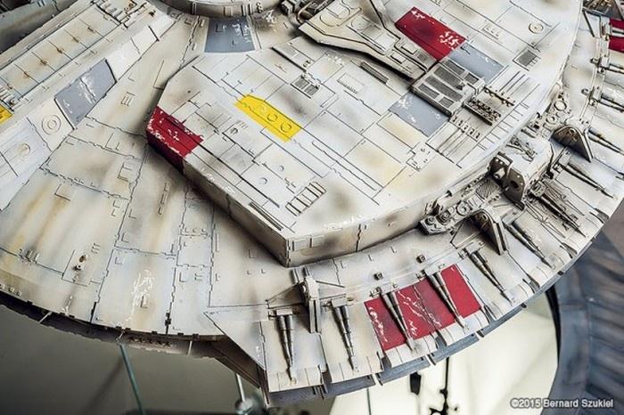 Мегареалистичный макет космического корабля, построенный за 4 года (40 фото)
