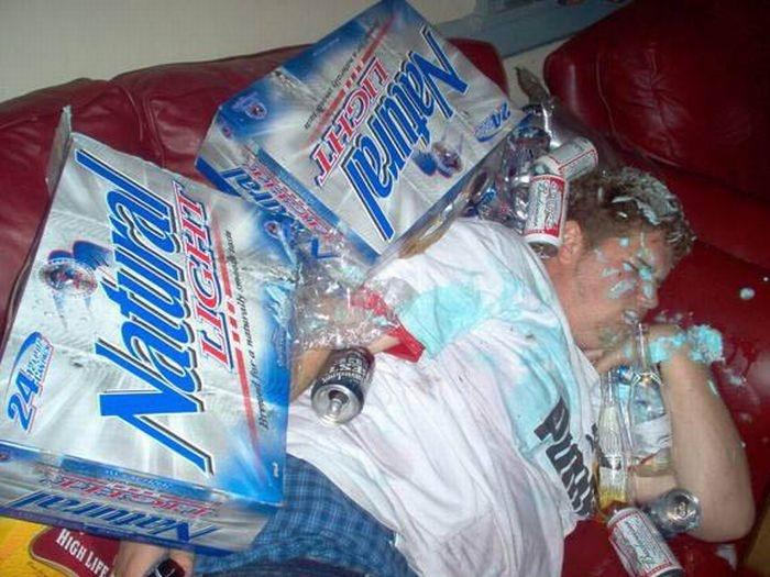 Жесткие шутки над пьяными друзьями (34 фото)