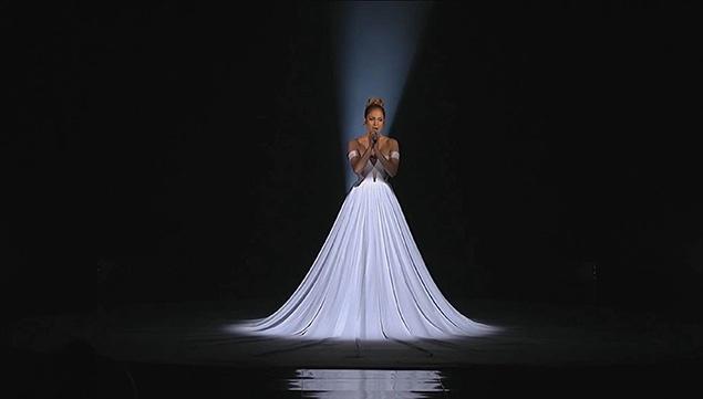 Необычное платье Дженифер Лопес (7 фото)