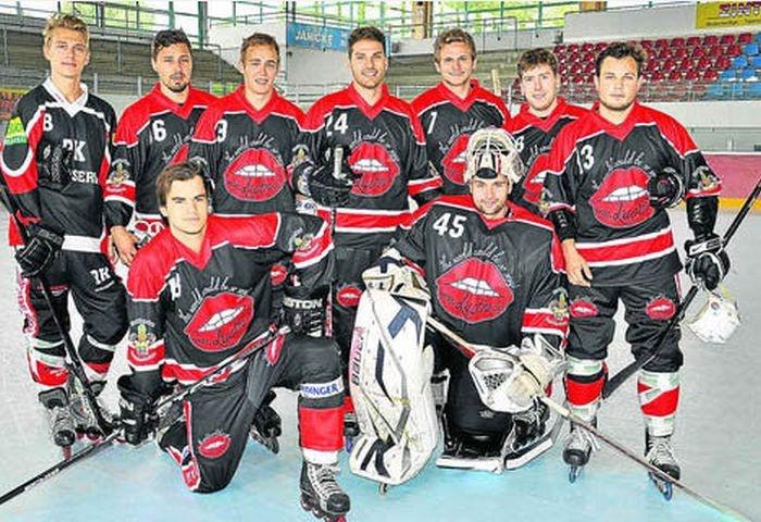 Германский хокейный клуб «Ландсхут Каннибалс» спонсирует владелица борделя (4 фото)