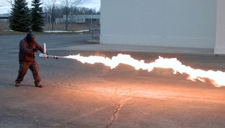 Домашний огнемет за 700 долларов (7 фото)