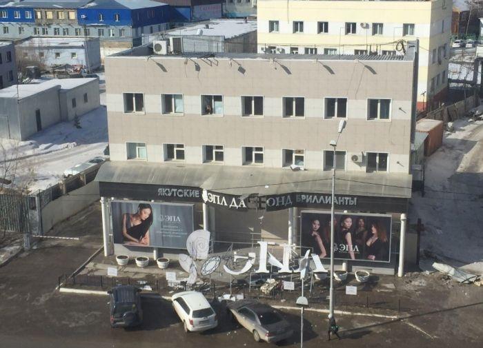 Полследствия сильного ветра в Якутске (18 фото)