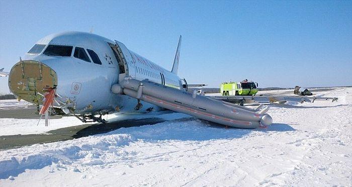 Жесткая посадка в канадском аэропорту