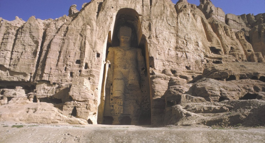 Огромные статуи, высеченные в горах (13 фото)