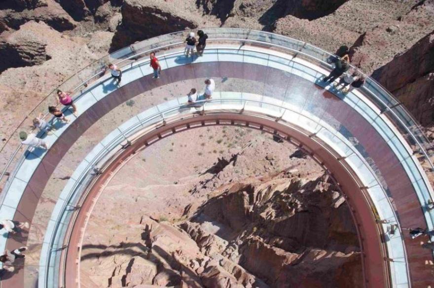 Только не смотри вниз. Фотографии необычных смотровых площадок (42 фото)