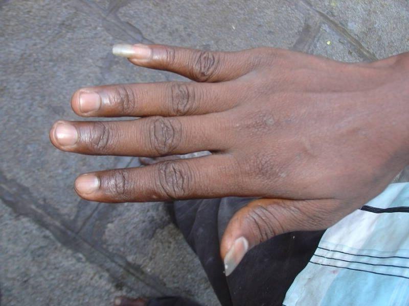 Для чего некоторые мужчины специально отращивают длинный ноготь на своем мизинце (8 фото)