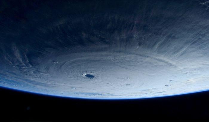 Фото тайфуна, сделанные на борту МКС (6 фото)