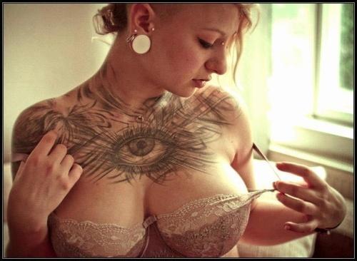 Девушки и татуировки 04.04.2015 36 фото)