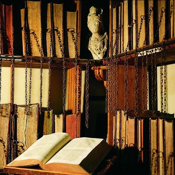 Книги на цепях
