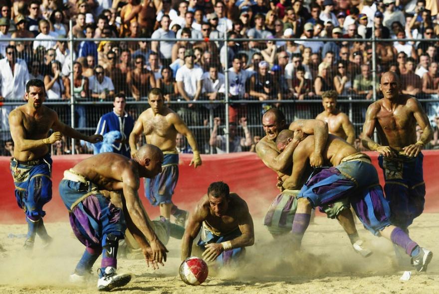 Флорентийское кальчо - средневековая игра с мячом (20 фото)