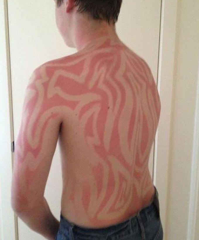 Татуировки, созданные с помощью загара (17 фото)