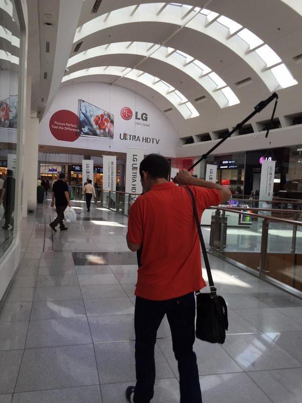 Входящий вызов и смартфон с палкой для селфи (7 фото)