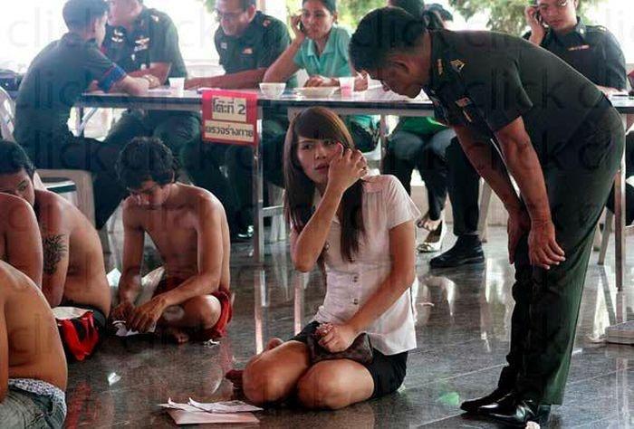 Транссексуалы на призывном пункте армии Таиланда(29 фото)