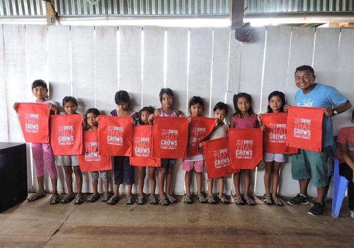 Сандалии для детей бедняков, которые можно изменить на 5 размеров (6 фото)