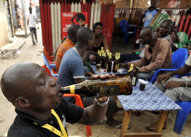 Опасные и отвратительные необычные крепкие напитки (9 фото)
