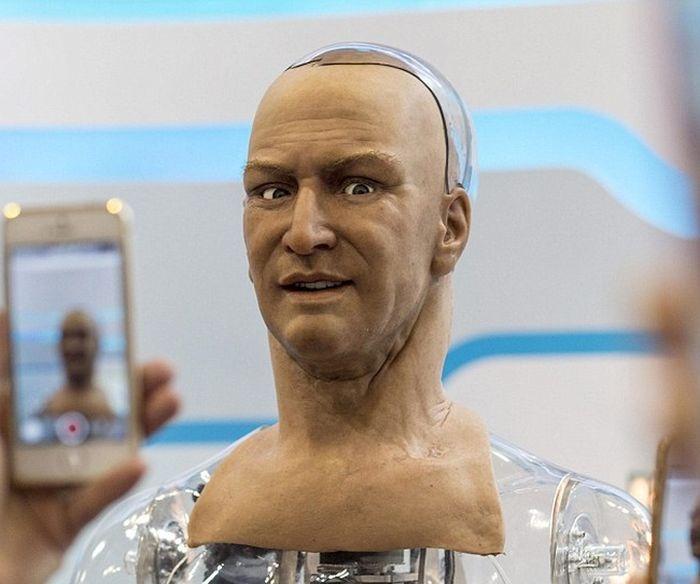 Очередное достижение в создании человекоподобного робота (7 фото)