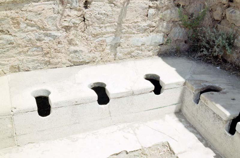Интересные факты об общественных туалетах Древнего Рима (4 фото)