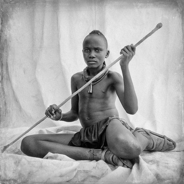 Мужчины и женщины племени Химба из Намибии (17 фото)